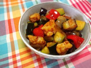 テンペと夏野菜の甘酢炒め