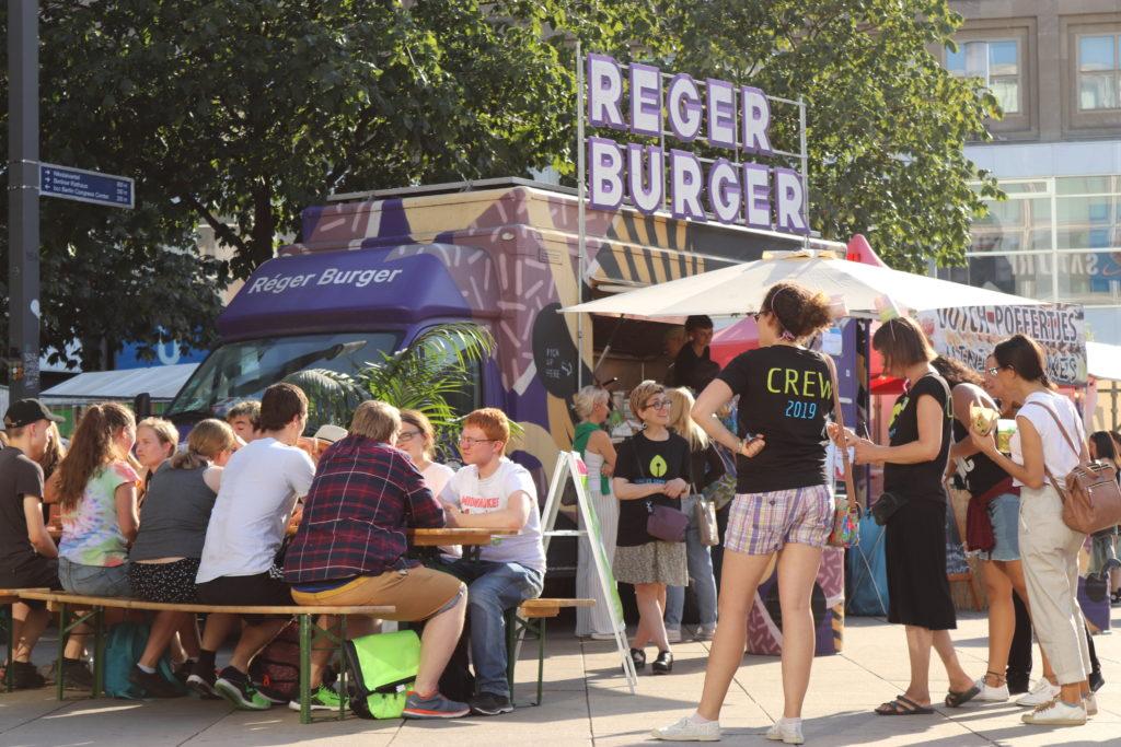 ドイツ・ベルリンのヴィーガンフェスタ2019バーガーショップは大人気