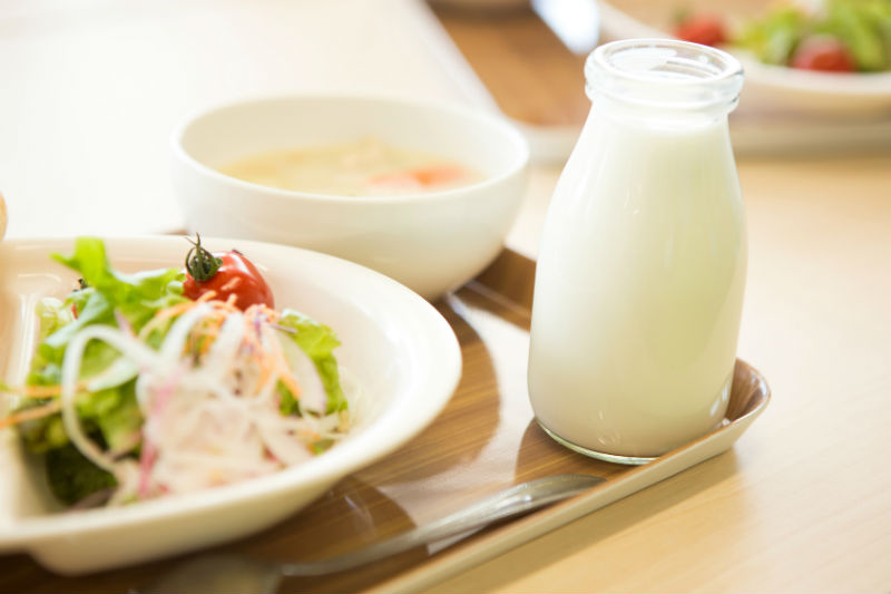 世界マザーサロンオンライン子育て座談会「給食の牛乳は義務?」に