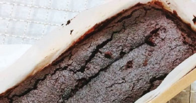 こぼれ梅のベジチョコケーキ